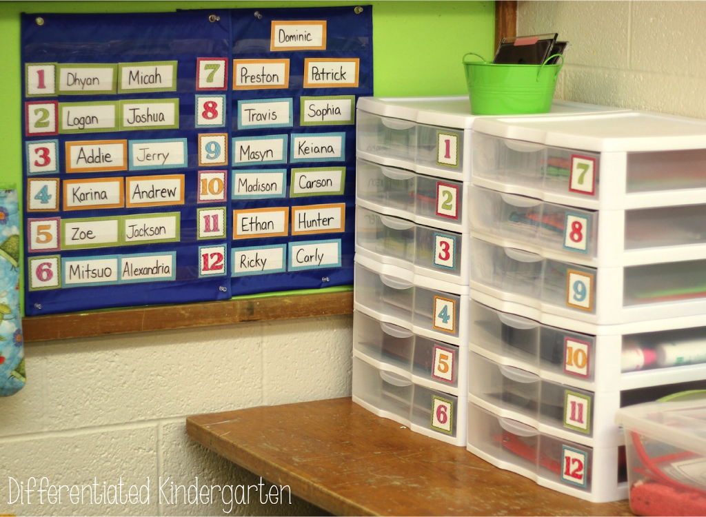 It's easy to set up engaging, differentiated, hands-on morning work in your classroom.  Come check out this post to see how it can work for you too.  Great for Word Work or Math Activities.