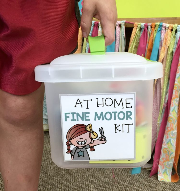 Convenient and easy to manage, fine motor take home kit and printables.